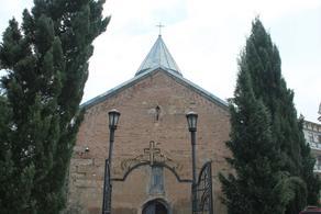 რომელ ეკლესიაში მსახურობდა მღვდელი, რომელსაც კორონავირუსი დაუდგინდა