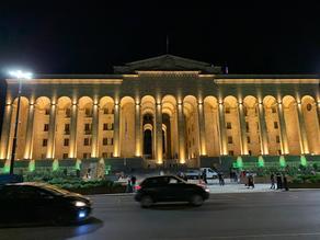Открылась прилегающая к парламенту территория