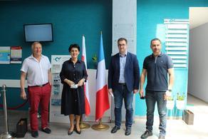 Французские дипломаты посетили медицинский центр в Гурджаани
