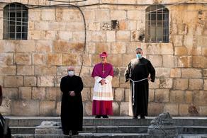 დიდ პარასკევს იერუსალიმის მთავარეპისკოპოსმა განსაცდელში მყოფთა სულებისთვის ილოცა