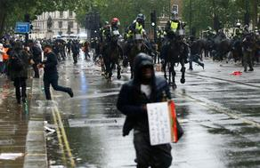 ანტირასისტული აქცია ლონდონში პოლიციას დაუპირისპირდა