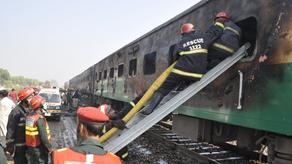 Number of killed in train fires in Pakistan increased