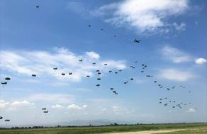 ვაზიანის აეროდრომზე 150-მდე სამხედრო მედესანტე დაეშვა