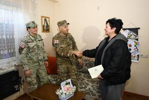 თავდაცვის სამინისტრომ ომში დაღუპული ჯარისკაცების დედებს 3 მარტი მიულოცა